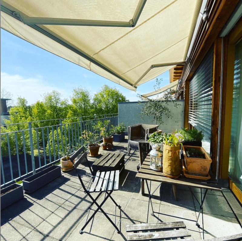 balcony retractable awning