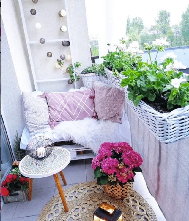 DIY balcony privacy screen