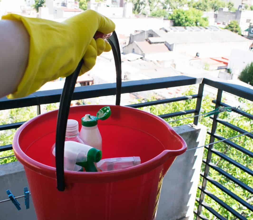 balcony-cleaning